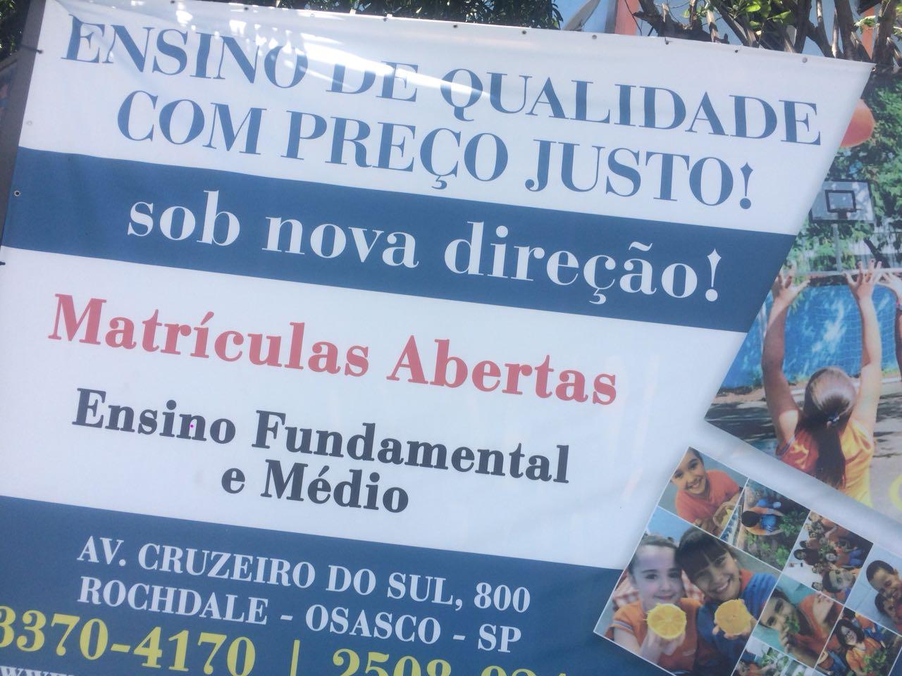Sinprosasco faz ato com carro de som em frente à Escola Cruzeiro do Sul em Osasco