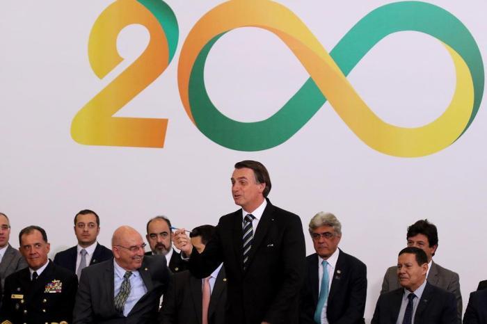 Para marcar 200 dias de governo, Bolsonaro endurece regras para cargos em comissão