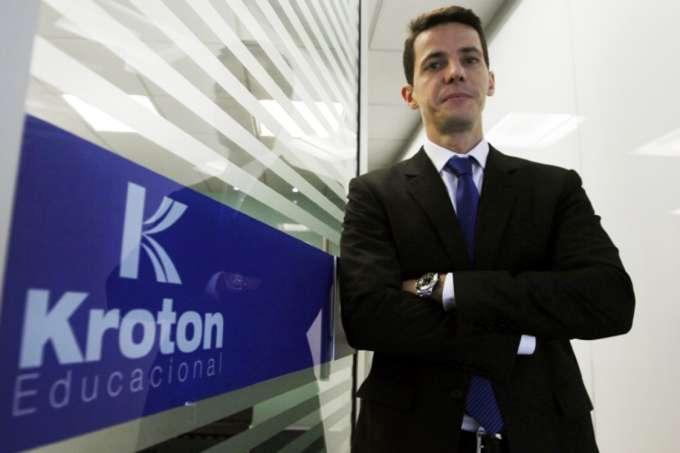 Kroton anuncia reestruturação para ganhar escala com educação a distância