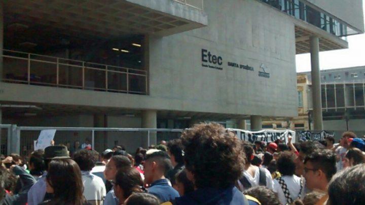 Extinção de cursos nas Etecs mobiliza estudantes contra Doria