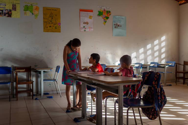 Medida provisória do Governo Bolsonaro pode acabar com aumento real no salário dos professores