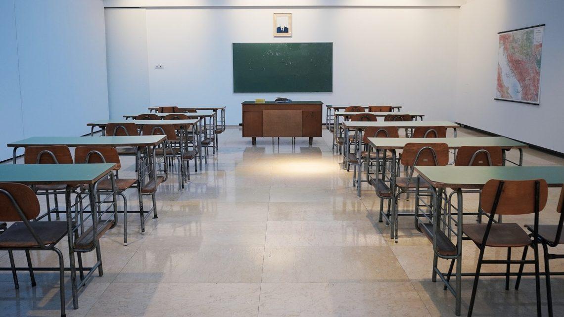Denuncie se a escola convocar para aula presencial