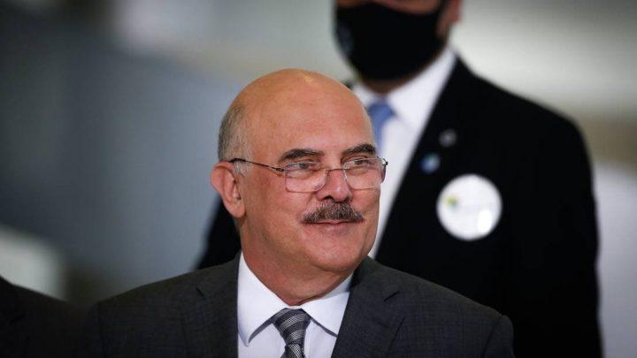 Em busca de apoio, ministro da Educação recompõe ala militar no MEC